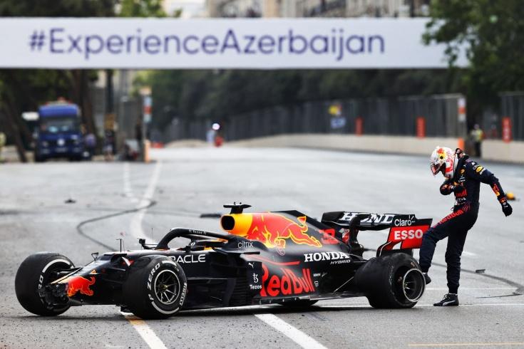 Перес выиграл Гран-при Азербайджана Формулы-1, Макс сошёл, Льюис вылетел, Мазепин — 14-й