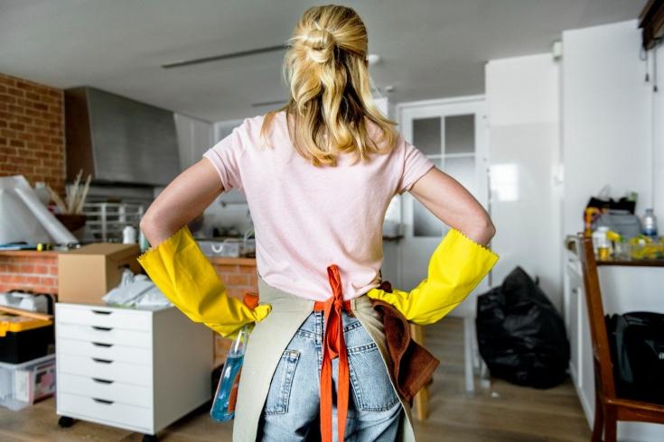 Сколько калорий сжигается при уборке дома: эффективная тренировка