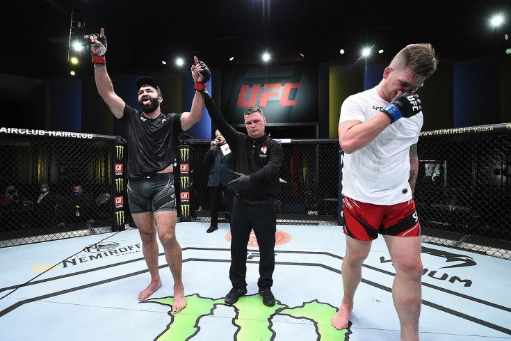 Андрей Орловский судейским решением победил Чейза Шермана на UFC Vegas 24, видео