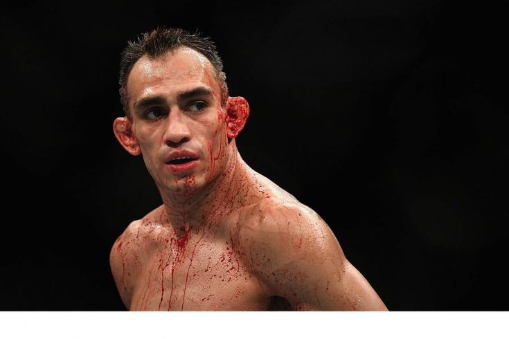 Тони Фергюсон проиграл Бенейлу Дариушу на турнире UFC 262, видео