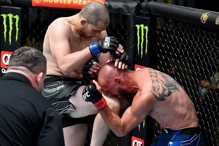 Алекс Мороно нокаутировал Дональда Серроне на UFC Vegas 26, видео