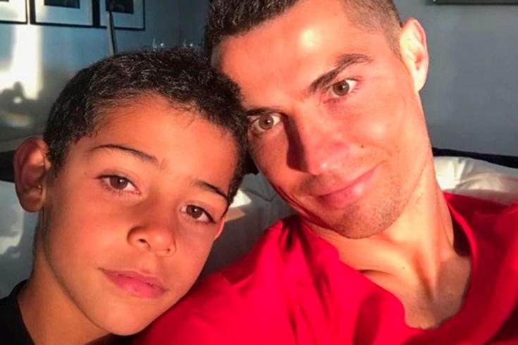 «Не могу поверить, что моему мальчику 10 лет!» Рон