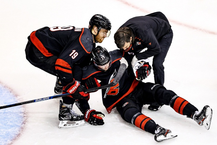 «Каролина» — «Бостон» — 1:3 — обзор матча НХЛ, видео лучших моментов, 15 августа 2020