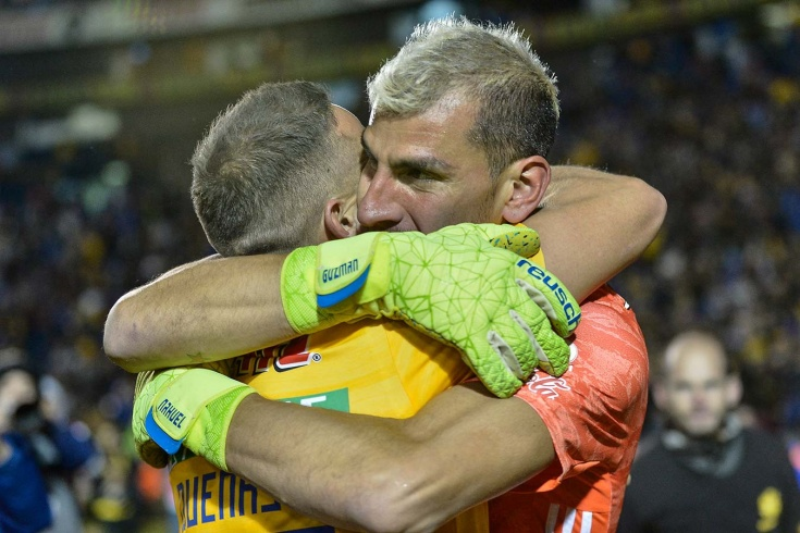 Аргентинский вратарь забил решающий гол на последн