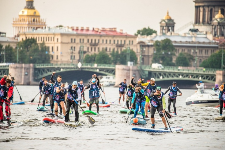 Как прошли соревнования Red Bull Невский Sup: заплыв на сапах вокруг Петропавловской крепости
