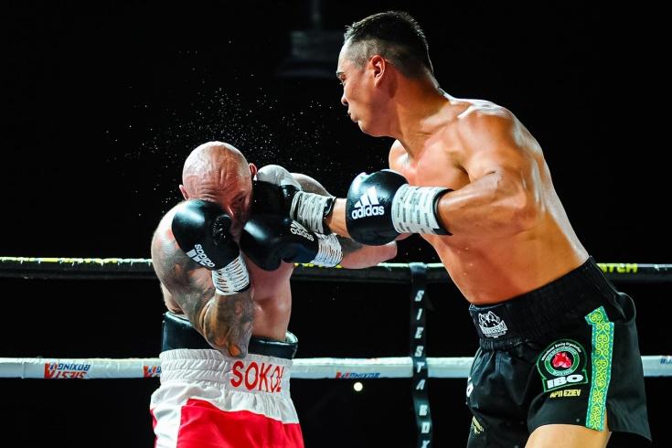 Поляк 4 раза падал и бегал по рингу. Судья не хотел заканчивать боксёрскую серию KOld Wars