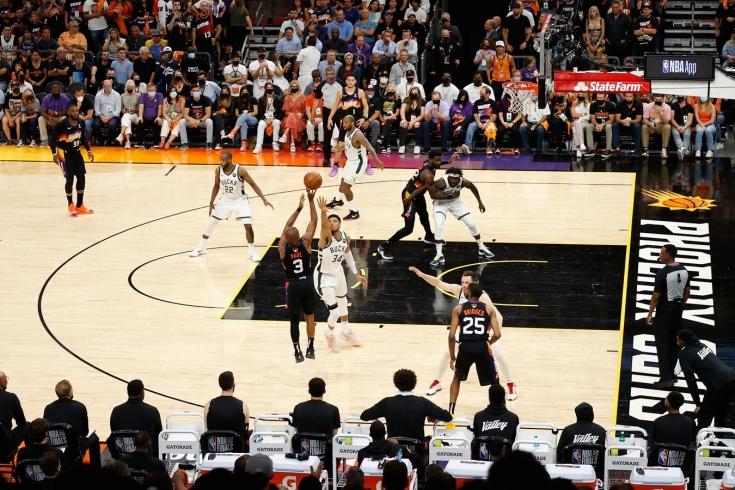 «Финикс Санз» обыграл «Милуоки Бакс» и уверенно ведёт в серии финала НБА