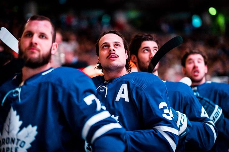 У НХЛ большие проблемы с вирусом. Мэттьюс заболел, в «Тампе» слегли ещё пять человек