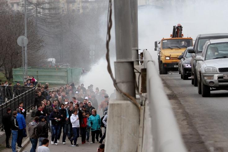 Фанаты «Спартака» и ЦСКА устроили побоище в Москве. Почему бездействовала полиция?