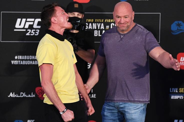 Боец UFC Шейн Янг исполнил хаку на дуэли взглядов, но проиграл бой