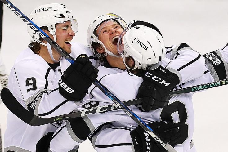 Невероятный гол в НХЛ со вбрасывания