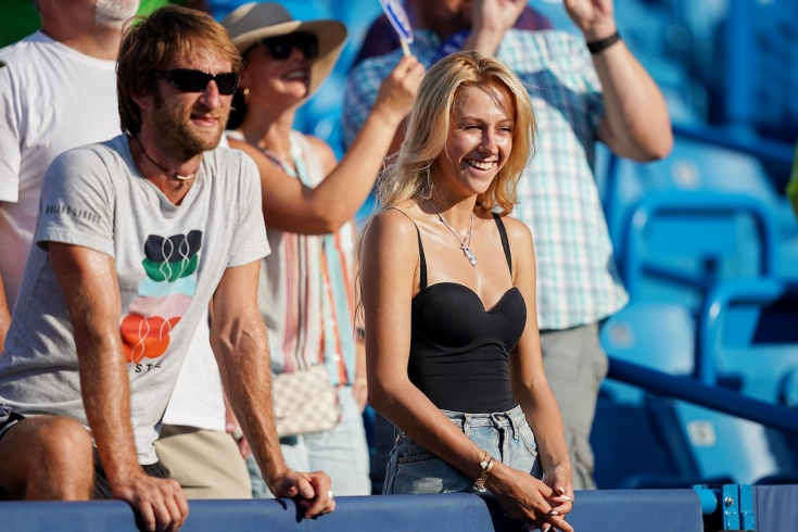 Команда Даниила Медведева, которая помогает ему побеждать: тренер, психолог, физиотерапевт и жена
