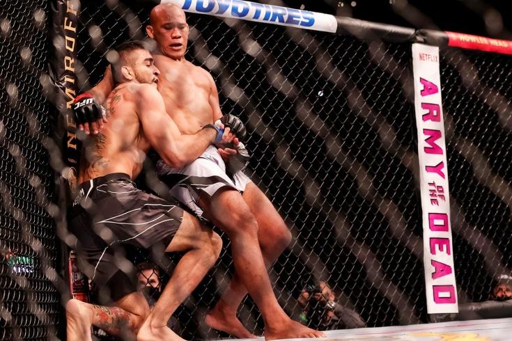 Андре Муниз победил Роналдо Жакаре Соузу болевым приёмом на турнире UFC 262