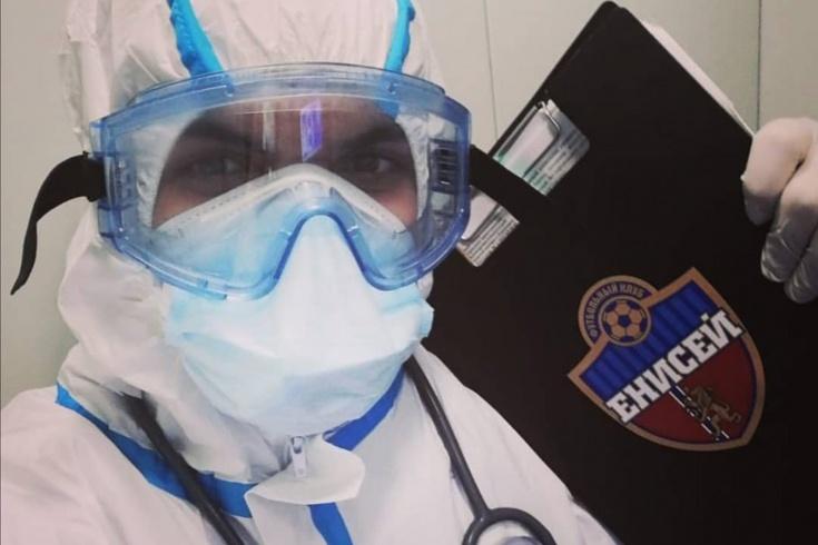 Массажиста футбольного клуба уволили за прогулы, пока он боролся с коронавирусом на скорой