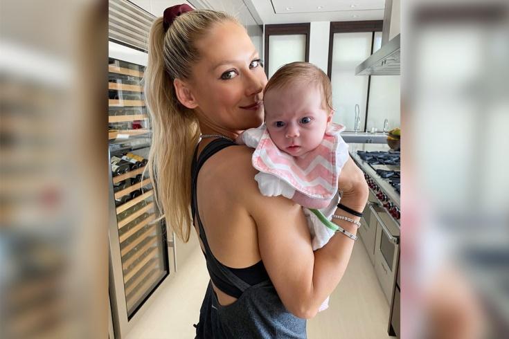 Анна Курникова и Энрике Иглесиас показали младшую дочь Машу