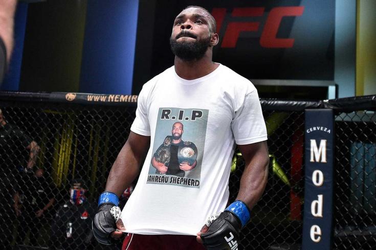 «Не могу остановить слёзы». Боец UFC посвятил победу убитому в день рождения чемпиону