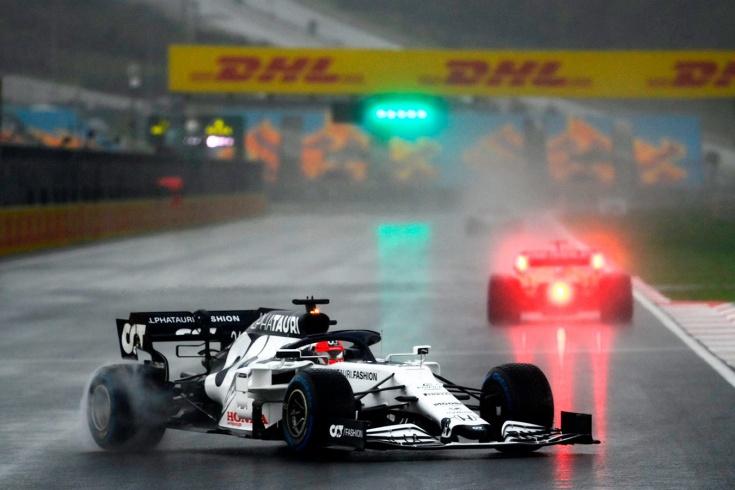 Дождь почти смыл квалификацию Ф-1 и родил сенсацию: поул Стролла! Квят — 17-й
