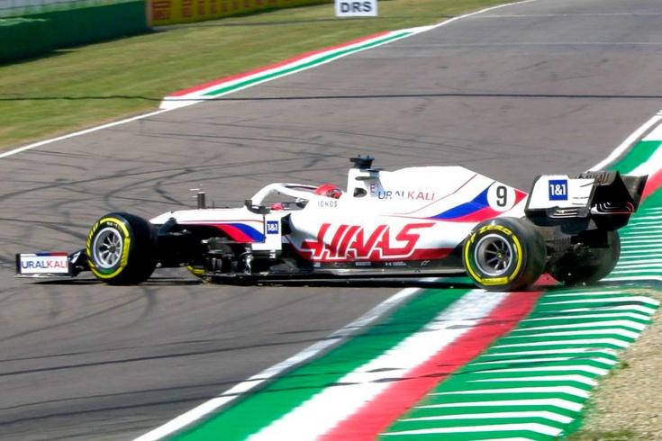 Никиту Мазепина дважды развернуло в тренировках перед Гран-при Формулы-1 в Имоле
