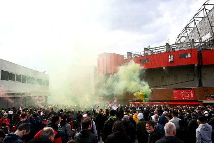 Фанаты «МЮ» сорвали матч с «Ливерпулем»! Чемпионство «Ман Сити» отложено