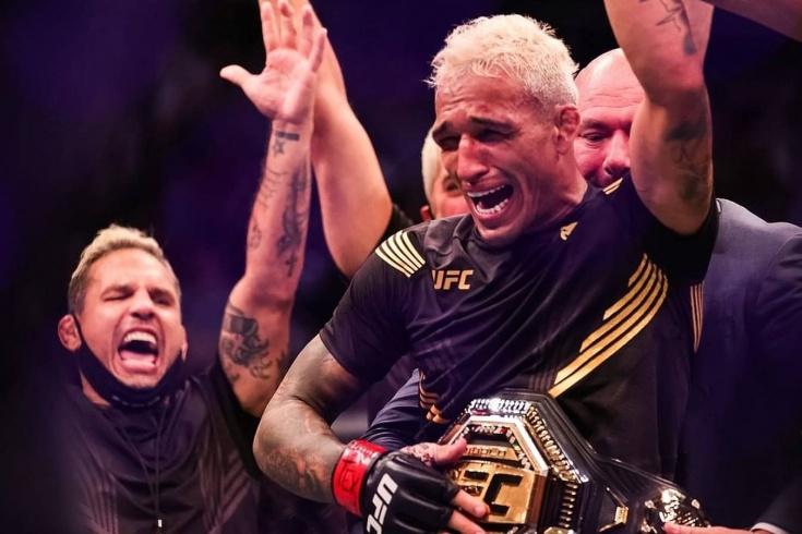 Оливейра нокаутировал Чендлера во втором раунде на турнире UFC 262 и стал новым чемпионом в лёгком весе, видео