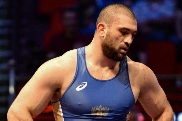 Почему борцу Махову не вручили золотую медаль