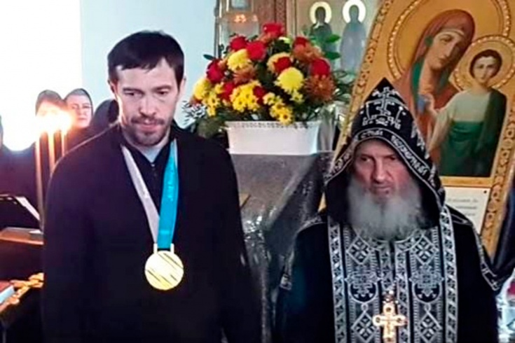 Дацюк приехал в захваченный монастырь, как паломник. Почему он поддерживает отца Сергия