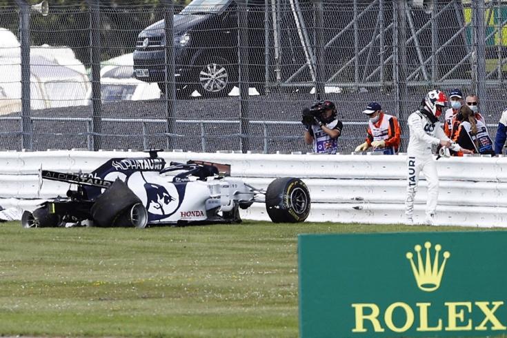 Квят разложил машину, а Хэмилтон выиграл почти на трёх колесах! Невероятный финиш в Ф-1
