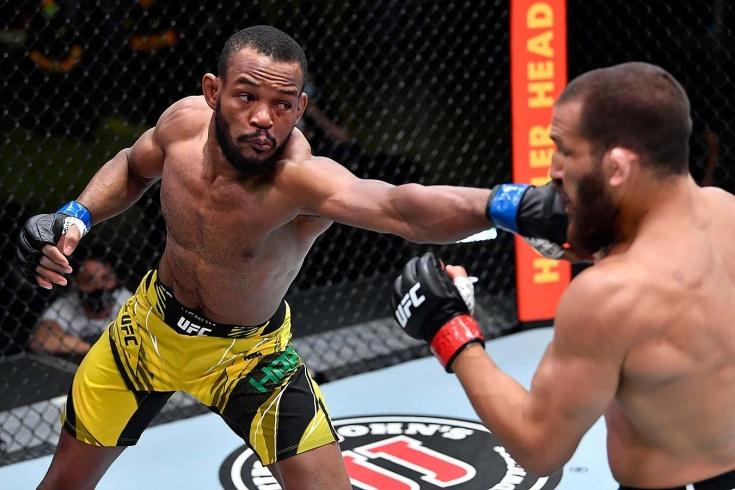 Карлстон Линдси Харрис победил Кристиана Агилеру удушающим приёмом «анаконда» на турнире UFC Vegas 26, видео
