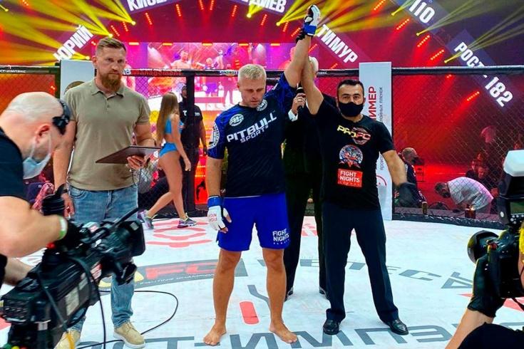 Бой между 44-летним Юрием Киселёвым и 52-летним Тимуром Магдиевым, видео нокаута