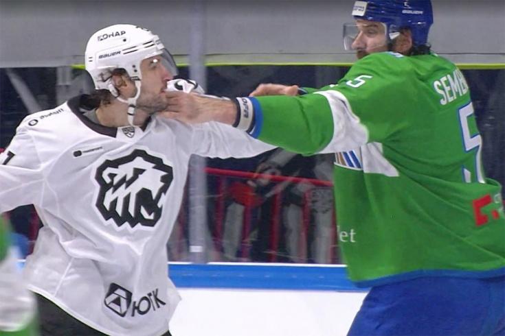 В КХЛ подрались два великана! Евенко с одного удара уложил Семёнова